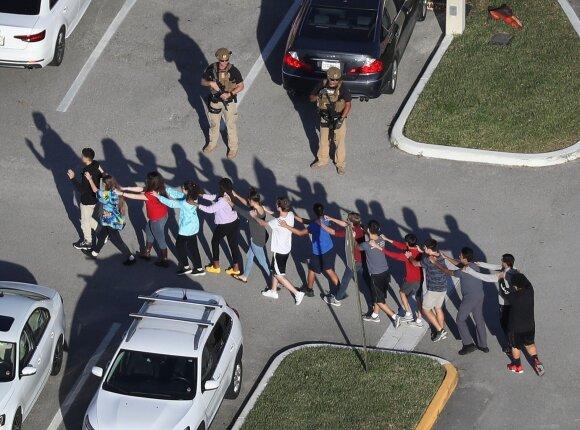 Šaudynės Floridos mokykloje: žuvo 17 žmonių, įtariamasis sulaikytas
