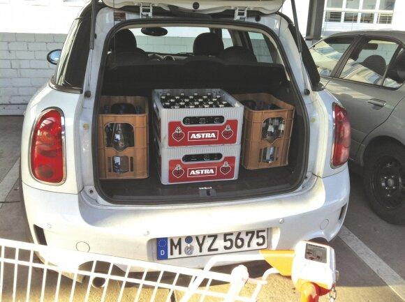 Du alaus, du vandens, tai - viskas. Tiesiog bagažinė tokia maža.