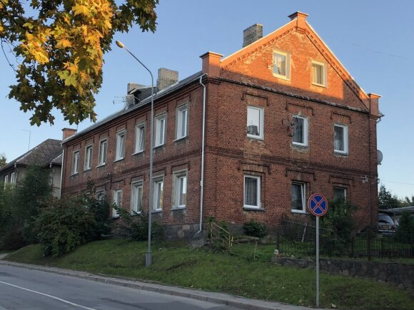 Plungės buvusi žydų gimnazija ir Jehudas Leibos Peretso vardo biblioteka (Žydų kultūros paveldo kelio asociacijos nuotr.)