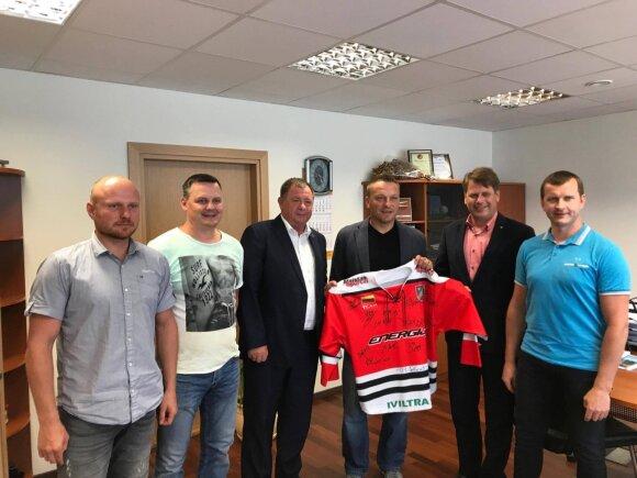 """Darius Kasparaitis sukirto rankomis su Elektrėnų """"Energija"""""""