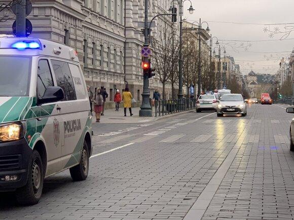 Po pranešimo apie apnuodytus laiškus ir sprogmenis Vilniaus teismuose evakuoti žmonės