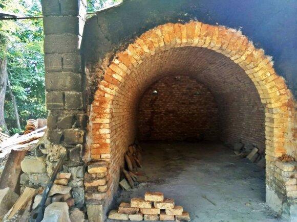 Čia žiedžiamos talpos, kuriose vėliau fermentuojasi vynas