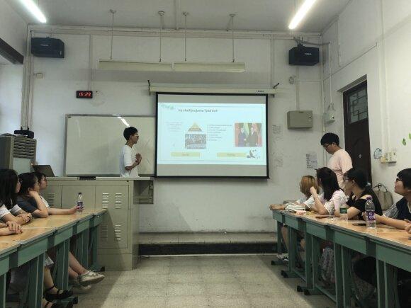 Kinijos universitete studentai mokosi lietuvių kalbos, bet kitko rinktis jie negali: jiems tai – kelias į prestižinį darbą