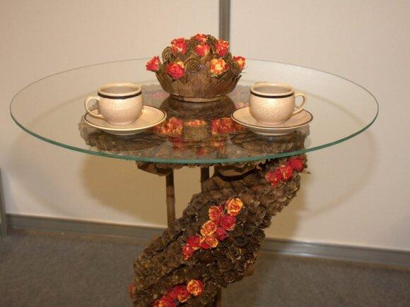 Kalėdinio dekoro idėja - floristinis staliukas