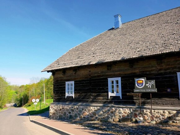 Dubingių turizmo informacijos centras įrengtas 1842 m. grafo M. Tiškevičiaus pastatytos karčemos patalpose