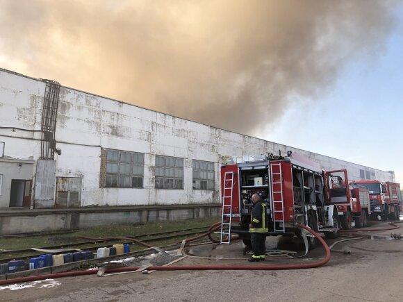 Specialiai DELFI iš gaisro Alytuje: Veryga įvardijo, kiek žmonių pateko į ligoninę ir kokios galimos pasekmės užterštų rajonų žmonėms