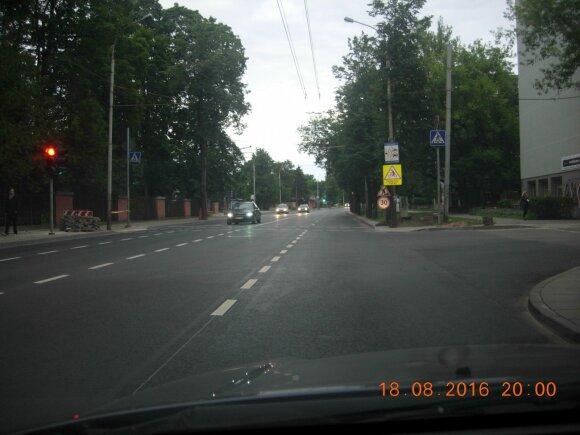 Vilnietis pasipiktinęs: vairuotojus klaidino nebegaliojantys kelio ženklai