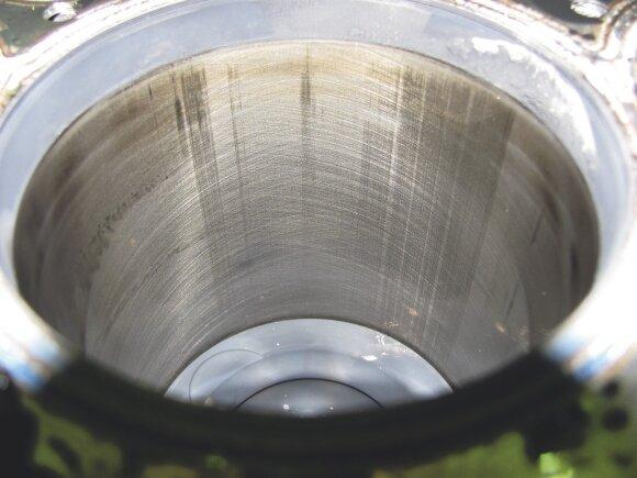 Smulkūs įbrėžimai: ant trečio cilindro pamatėme tik paviršinius įbrėžimus