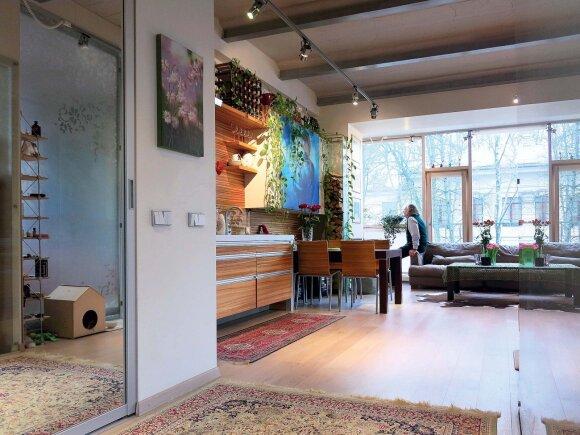 Dizaineris savo būstą suplanavo erdvų