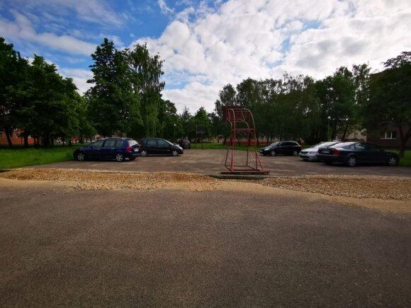 Panevėžyje – mažiau vietos krepšiniui: aikštelę atidavė automobiliams