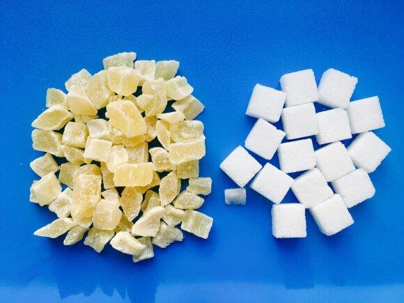 Cukruoti ananasų gabaliukai, kuriuose 74,0 % cukraus