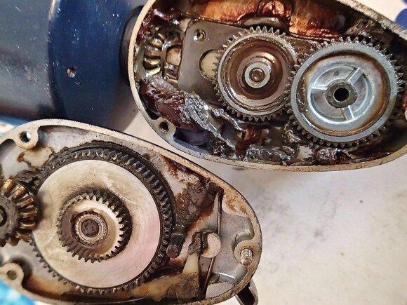 """""""Mitchell 300"""" vidus primena mechaninio laikrodžio mechanizmą"""