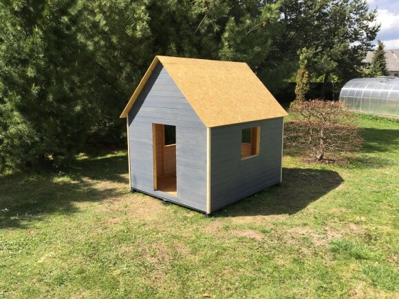 Audriaus statytas namelis dukrai
