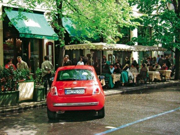 16 532 km. Pertraukėlė šalia lauko kavinės Prahoje