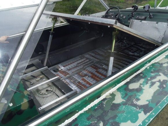 Таможенникам в Швендубре попался уже второй за неделю катер с контрабандой