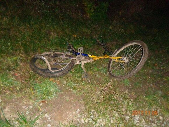 Sunkiai sužalotas su mikroautobusu susidūręs dviratininkas