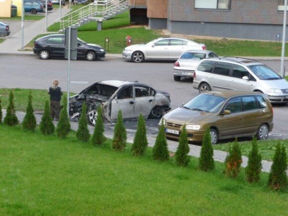 На стоянке для инвалидов сгорел автомобиль BMW