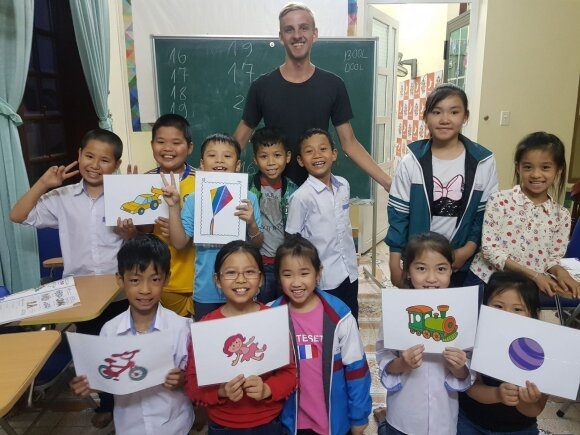 """Edvardas Glušokas Vietname: """"Pamokos su vaikais visada būdavo pilnos juoko ir gerų emocijų."""""""