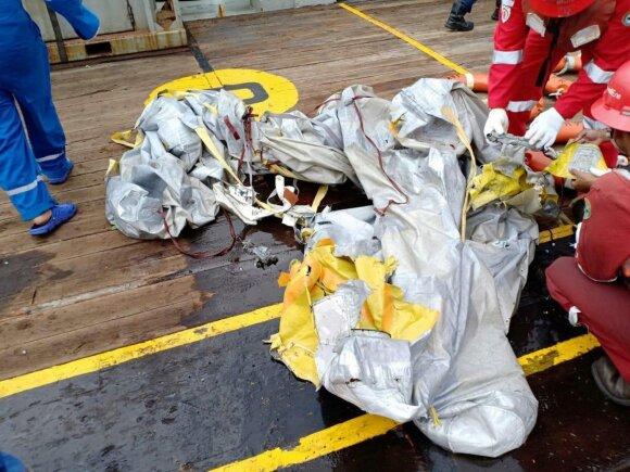 Prie Indonezijos krantų nukrito vos porą mėnesių naudotas keleivinis lėktuvas su 189 žmonėmis