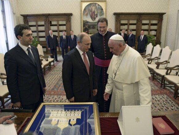 Vladimiro Putino ir popiežiaus Pranciškaus susitikimas, centre - Visvaldas Kulbokas