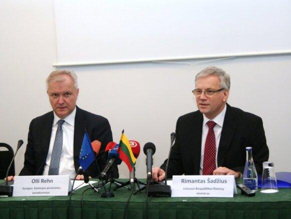 Olli Rehnas ir Rimantas Šadžius (Finansų ministerijos nuotr.)