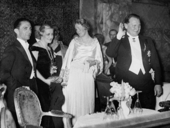 Pragaro pasiuntinių žmonos: kaip susiklostė Trečiojo Reicho ponių likimas