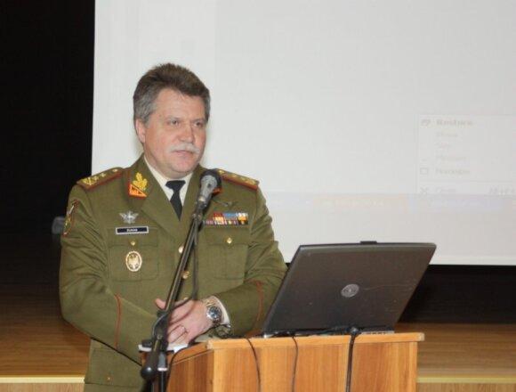 D. Grybauskaitė pasirinko naują kariuomenės vadą