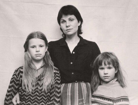 Aldona (kairėje) ir Emilija Vilutytės su mama