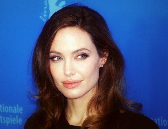 Angelina Jolie per dieną suvartoja mažai kalorijų.