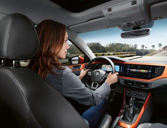 """Šeštosios kartos """"Volkswagen Polo"""" su stikliniu centriniu ekranu"""
