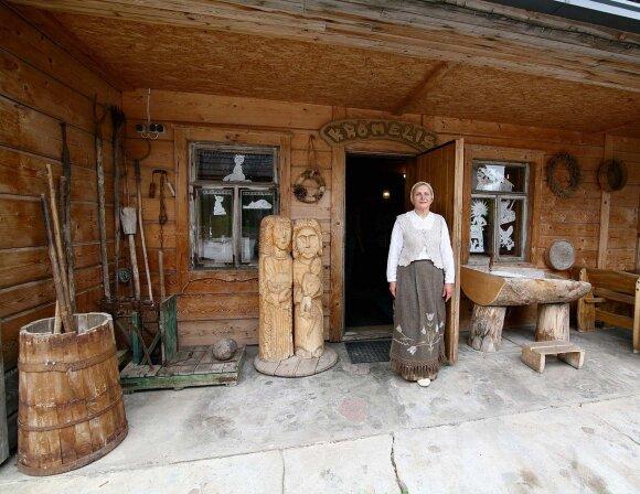 Šlyninkos malūno šeimininkė Regina Vėselienė kviečia išsikepti tradicinės lietuviškos duonos