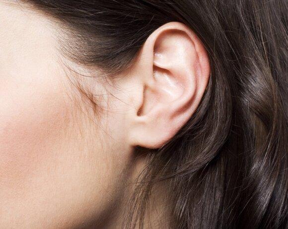Internete žmonės pasidalijo į dvi stovyklas: galinčius ir negalinčius sutraukti paslaptingą ausies raumenį