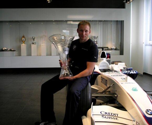 """Andrius Šerkšnas su 2008 metais Roberto Kubicos pirmą kartą istorijoje """"Sauber"""" komandai laimėta Kanados GP taure"""