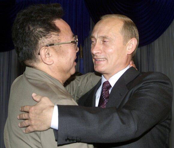 Vladiiras Putinas su Kim Jong-ilu 2002 metais