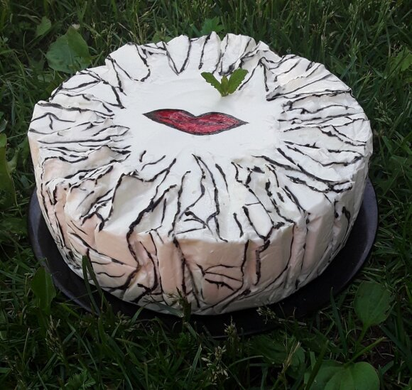 Neriebus ir lengvas citrininis varškės tortas