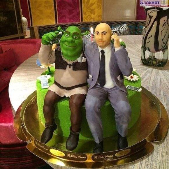 Дети Валерии подарили Иосифу Пригожину торт со Шреком