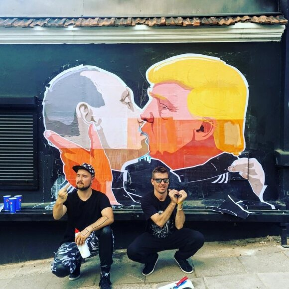 Trump-Putin kiss makes Vilnius 'city of love' - mayor
