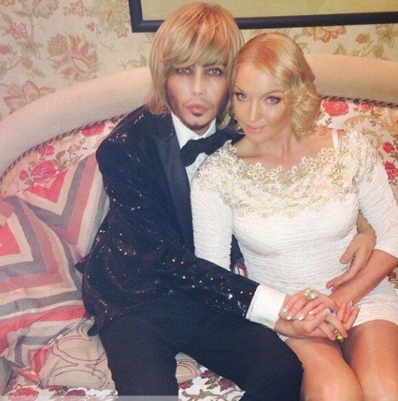 Волочкова отпраздновала новый год с парикмахером