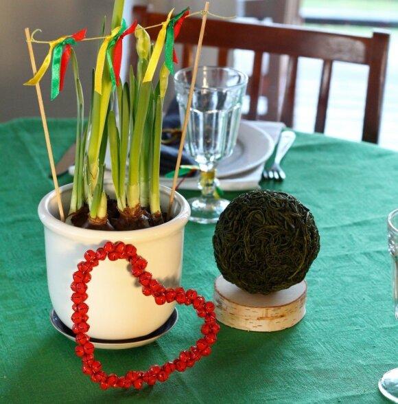 """<span style=""""color: #ff0000;"""">Originalu:</span> kaip papuošti namus švenčiant Vasario 16-ąją"""