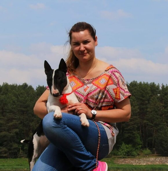V. Velykytė ir jos šunys