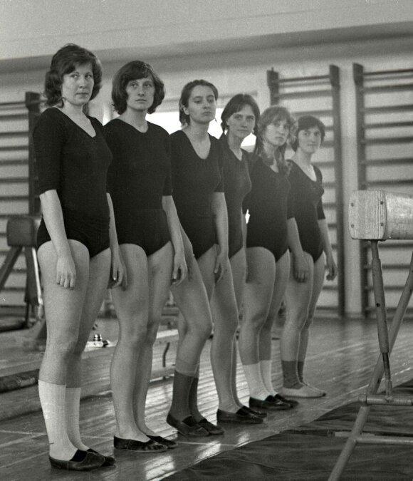 Ona Dindaitė (pirma iš kairės 1976-aisiais)