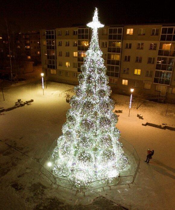 Kalėdinė Jonavos eglė (G. Jasiulionio nuotr.)