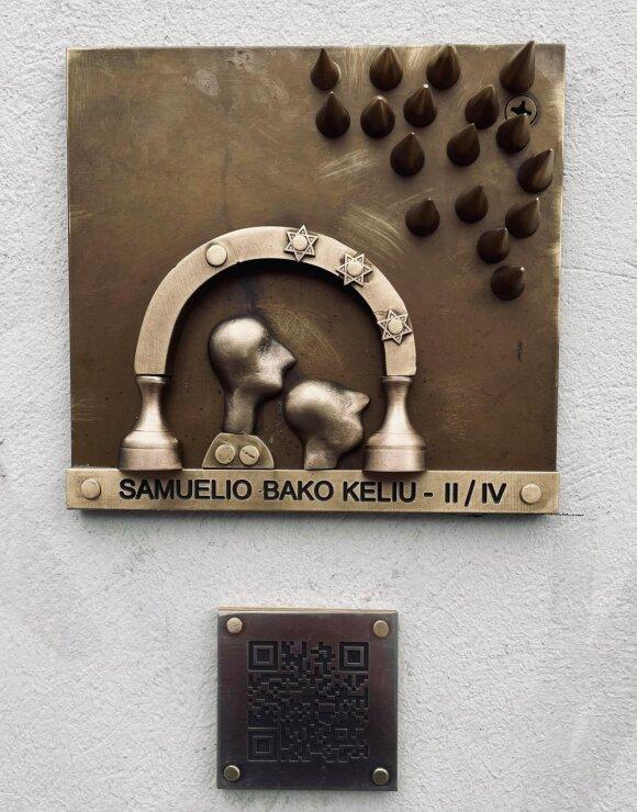 Romauldo Inčirausko meninis ženklas Moniuškos skvere