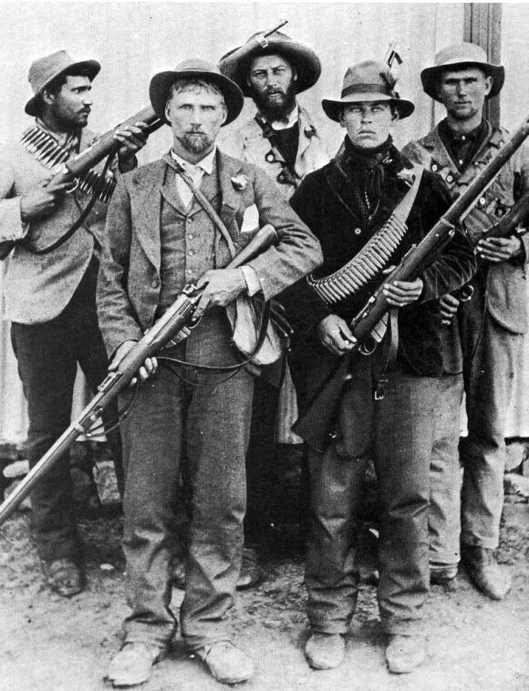 Būrų kovotojai. Britams užėmus būrų teritorijas, šie perėjo prie partizaninio karo veiksmų