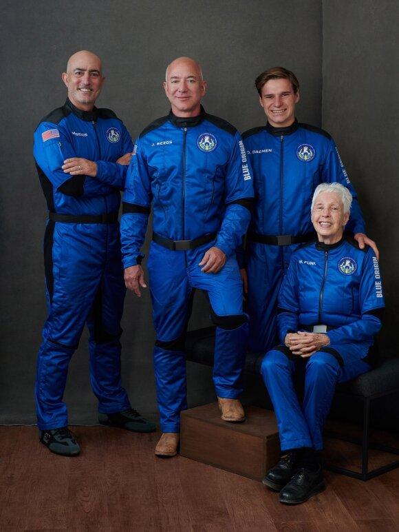 Turtingiausias žmogus pasaulyje J. Bezosas jau ruošiasi skrydžiui į kosmosą.