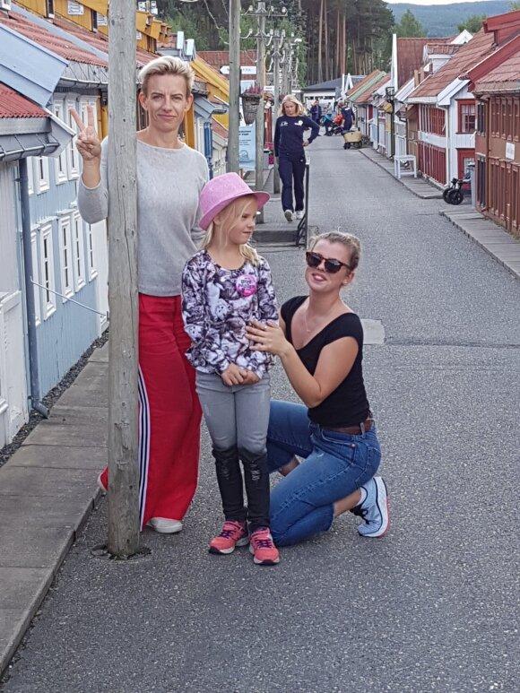 Redą Petrošiūtė su dukromis