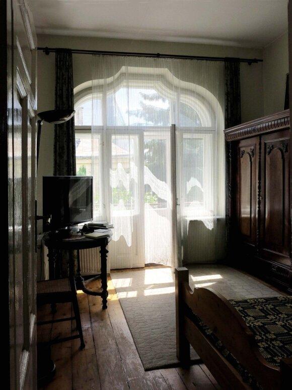 Už neįprastos formos lango – išsvajotasis balkonas
