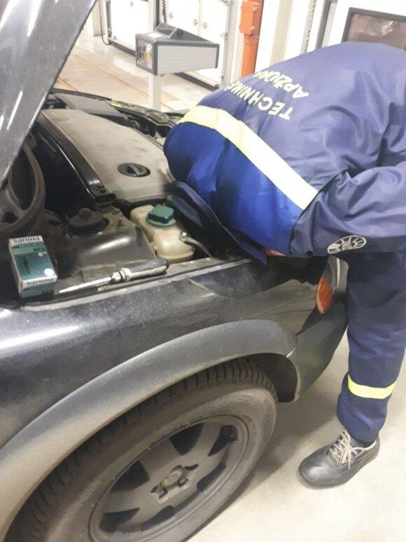Techninių apžiūrų kontrolieriai tikrino Lietuvos automobilių žibintus
