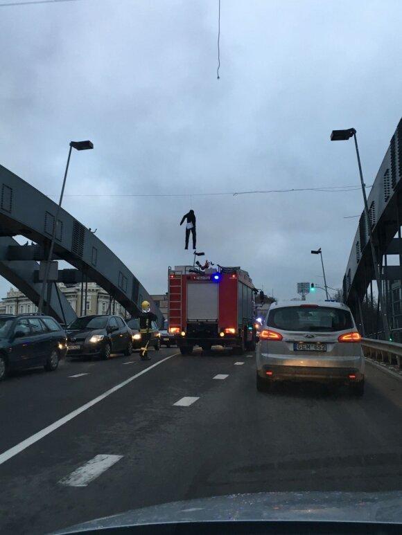Kaliausė ant Mindaugo tilto