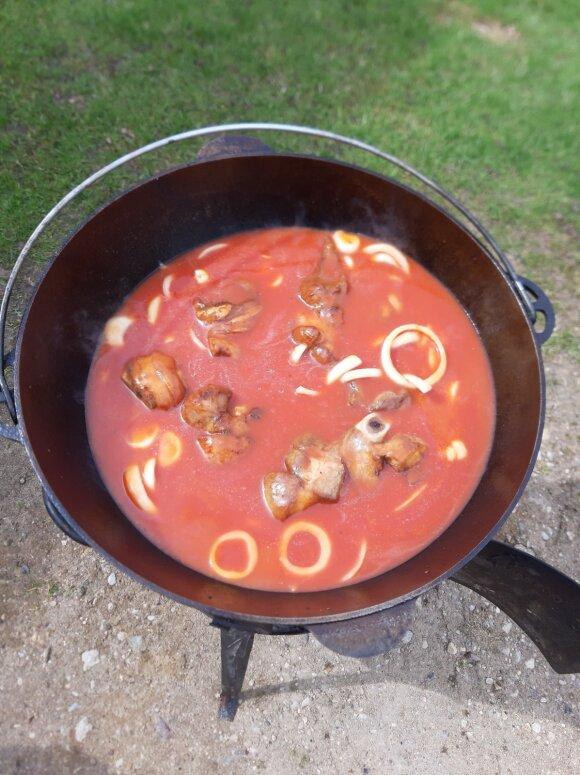 Karka pomidorų sultyse